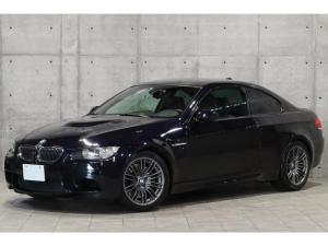 BMW M3 M3クーペ フライハイトマフラー V8自然吸気エンジン Mスポーツサス バリアブルMディファレンシャルロック カーボンルーフ 黒革 シートヒーター カーボンストラクチャートリム iDrive PDC 純正18AW