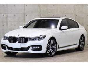 BMW 7シリーズ 750i Mスポーツ 左ハンドル ガラスサンルーフ ブラックナッパレザー ベンチレーション ドライビングアシストプラス レーザーライト HUD トップビュー 4ゾーンエアコン harman/kardon 純正20AW