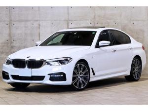 BMW 5シリーズ 540i Mスポーツ コンフォートP イノベーションP ガラスサンルーフ 黒革シート Individual20インチAW ベンチレーション ディスプレイキー ヘッドアップデイスプレイ ジェスチャーコントロール 3Dビュー