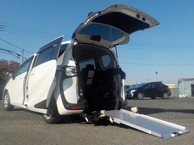 3人+車いす1脚のゆったり仕様です! 保証継承渡し! 前後ドラレコ・バックカメラ・コーナーポールと安心の装備!