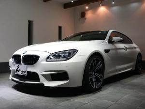 BMW M6 グランクーペ ワンオーナー カーボンインテリアトリム 黒革シート シートヒーター 純正20AW カーボンリアスポイラー ヘッドアップディスプレイ ソフトクローズドア カーボンルーフ アルカンターラルーフライニング