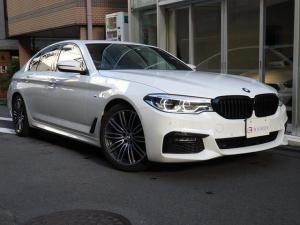 BMW 5シリーズ 523d Mスポーツ 電動ガラスサンルーフ  ACC harman/kardonサラウンドサウンドシステム ブラックレザー