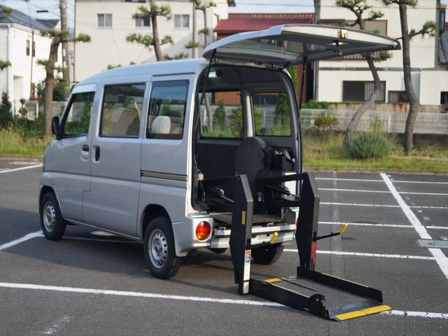 8ナンバー登録 車いし移動車 リヤリフト ハイルーフ 車いすの方が乗られる事を目的に作られた車ですので室内広くなってます。