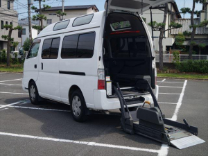 日産 キャラバンバス 福祉車両電動チェアキャブ車椅子移動車2台積