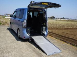 トヨタ ヴォクシー X Lエディション 車椅子仕様車 スローパー サードシート付