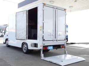 いすゞ エルフトラック  荷台発電機搭載 パネルバン 新明和すいちょくゲート 最大昇降荷重600Kg 左サイドドア 荷台エアコン・換気扇 実走行 荷台床鉄板張り 記録簿有り 5MT・3ペダル NOx・PM適合