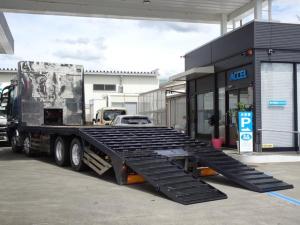 三菱ふそう スーパーグレート  重機運搬車 回送車 セルフ フジタヒップリフター ウインチ付き 自動歩み 油圧リアゲート 荷台長さ770cm 幅245cm 最大積載量9,000Kg 4軸低床 2デフ V8 原動機8M21 400馬力