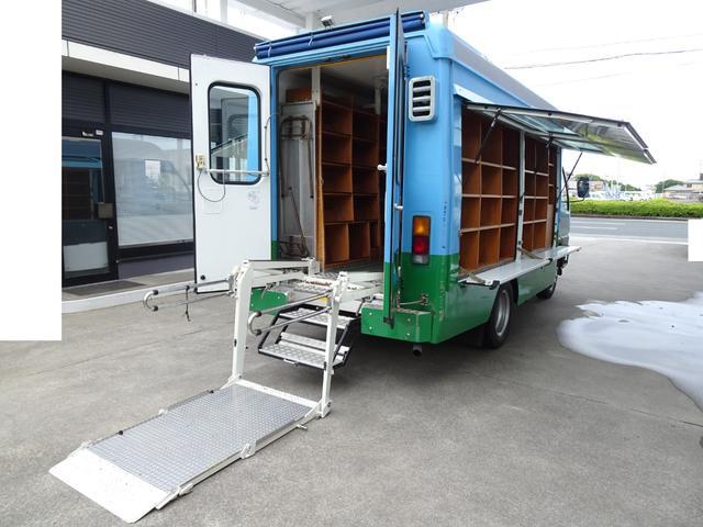 図書館車 ベース車に 移動販売 キッチンカー ウォークスルーバン FFヒーター リア車椅子リフト 車載拡声器 天窓2個