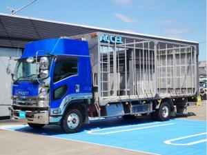 いすゞ フォワード  家畜運搬車 積載2,700Kg 荷台長さ632cm・幅216cm 荷台床面地上高106cm リターダー ホイールパーク アルミホイール ベッド付き 車両総重量8t未満 NOx・PM適合
