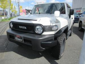 トヨタ FJクルーザー オフロードパッケージ 2インチリフトアップ デフロック クロールコントロール オートクルーズ LEDヘッドライト ケンウッド9インチナビ フルセグTV ウーハー HDMIケーブル バックモニター ETC パートタイム4WD