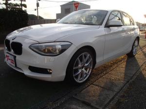 BMW 1シリーズ 116i ターボ プッシュスタート スマートキー2個 Bluetooth対応ナビ 純正バックカメラ ETC 社外18インチアルミホイル アイドリングストップ ステアリングリモコン オートライト HIDランプ付