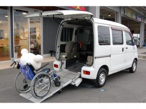 ダイハツ ハイゼットカーゴ 福祉車両スローパー 車いす1名と3名リア補助席 当店代車