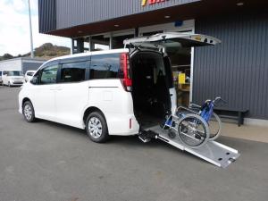トヨタ ノア  福祉車両 スローパー 車椅子1基5名乗車 最大8名乗車 オーディオ 全国登録手数料無料 全国1年保証
