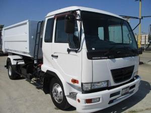 UDトラックス コンドル アームロール バッカン付 ベッド付 積載3.55t ターボ