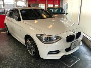 BMW 1シリーズ M135i 黒革/純正ナビ/バックカメラ/スマートキー/車線警告/被害軽減ブレーキ