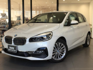 BMW 2シリーズ 218dアクティブツアラー ラグジュアリー コンフォートパッケージ アドバンスドアクティブセーフティパッケージ パーキングサポート 純正17インチアルミホイール オイスターレザーシート 純正HDDナビ 禁煙車 電動シート シートヒーター ACC