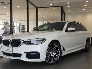 BMW 5シリーズ 523dツーリング Mスポーツ ブラックレザーシート 4席シートヒーター ヘッドアップディスプレイ アクティブクルーズコントロール アンビエントライト 19AW 前後障害物センサー 全周囲カメラ アダプティブLEDヘッドライト