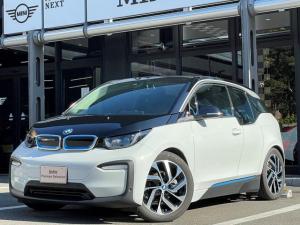 BMW i3 レンジ・エクステンダー装備車 弊社デモカー SUITE ダークトリュフレザー シートヒーター アクティブクルーズコントロール ドライビングアシスト ワイヤレスチャージ パーキングアシスト ETC内蔵型ミラー HDDナビ Bカメラ