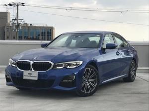 BMW 3シリーズ 320i Mスポーツ 弊社元デモカー ブラックレザーシート ハイラインパッケージ 全周囲カメラ ライブコックピット 純正18インチアルミホイール アクティブクルーズコントロール パーキングサポートプラス 認定保証 LED