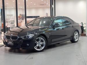 BMW 3シリーズ 320d Mスポーツ ダコタブラックレザーシート ストレージパッケージ アクティブクルーズコントロール シートヒーター ハイグロスブラックハイライト バックカメラ 障害物センサー 衝突被害軽減ブレーキ フロントフォグランプ