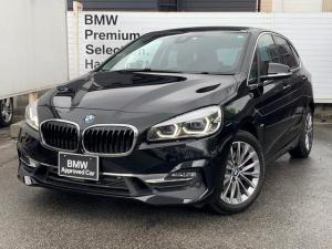 BMW 2シリーズ 218dアクティブツアラー ラグジュアリー 認定保証・黒革・シートヒーター・アドバンスドアクティブセーフティPKG・ヘッドアップディスプレイ・コンフォートPKG・電動リアゲート・メモリ付電動シート・Pサポート・純正ナビ・BluetoothF45