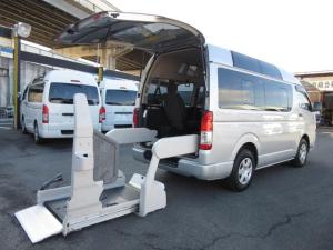 トヨタ ハイエースバン  6AT 福祉車両ウェルキャブBタイプ パワースライドドア 車イス2台固定 10人乗 サンルーフ 電動Sステップ 電動リフト ナビ バックカメラ キーレス 事業用登録可