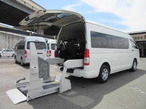 トヨタ ハイエースコミューター  ワイド 福祉車両ウェルキャブDタイプ 車イス2ー4台固定 9人乗 電動Sステップ 電動リフト ナビTVバックカメラ キーレス 事業用登録可