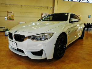 BMW M4 M4クーペ DCT 黒革シート ドライビングアシスト カーボンルーフ 純正ナビTV 前後モニタ PDC コンフォートアクセス アイドリングストップ 純19inAW 記録簿