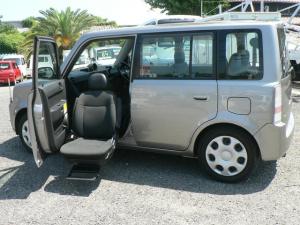トヨタ bB 福祉車輌 助手席シートリフトアップ 4WD