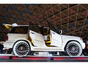 米国レクサス LX470 ベースグレード 当社デモカー1/1プラモデル カスタムペイント FORGIATO32インチ リフトアップ 内装張替え カスタムオーディオ