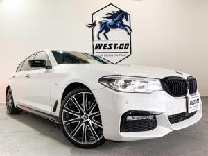 BMW 5シリーズ 523d ラグジュアリー Mスポーツ仕様 サンルーフ ブラックレザーシート 純正20インチAW アダプティブヘッドライト カーボンスポイラー 純正ナビ 地デジTV バックモニター 360°カメラ アンビエントライト衝突安全装置