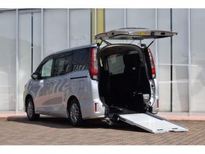 トヨタ エスクァイア 車いす仕様車 スロープタイプ タイプ2 サードシート付