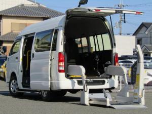 トヨタ ハイエースバン  4ドア3.0DT ウェルキャブBロング 4WD /ディーゼル車/車いす移動車/車いす2台積み/電動リフト/10名/リアクーラー/オートステップ/障害物センサー/Wエアバッグ/禁煙車/