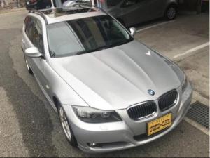 BMW 3シリーズ 325iツーリング ハイラインパッケージ 正規ディーラー車 パノラマサンルーフ チルト機能スライド可能 黒レザーシート 電動シートヒーター ETC 後席ブラインド スマートキー シャークアンテナ ナビ ルーフレール 17インチ社外ホイール