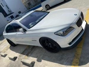 BMW 7シリーズ 760Li 正規ディーラー車 V型12気筒DOHCツインターボ サンルーフ 純正後席モニター リアスモーク TWS鍛造22インチ ロワリングキット装着 カーボンリアウィング クルーズコントローラー 黒革電動シート