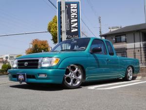 米国トヨタ タコマ エクストラキャブ 左ハンドル エアサス 2タンク 2コンプレッサー 8NO放送宣伝車 17インチ ベンチシート キーレス DVD リアスムージング オールペイント