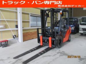 日本その他 日本 トヨタ 最大荷重2000kg ガソリン サイドシフト アワーメーター146.4h 2段マスト 最大揚高3000MM さやフォーク ツメの長さ1620mm ノーパンクタイヤ 車両重量3250kg