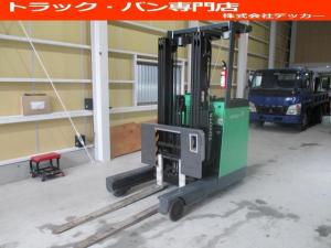 日本その他 日本 トヨタ 最大荷重1700kg バッテリー 3段マスト アワーメーター1686h 最大揚高4500MM ツメ長さ1520mm ノーパンクタイヤ 車両重量2520kg
