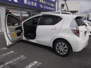 トヨタ アクア G 福祉車輛助手席回転シート 車椅子積込クレーン付き