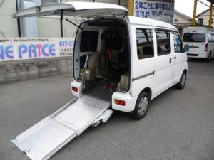 ダイハツ ハイゼットカーゴ スローパー 車いす移動車 リアシートレス 折り畳み補助シート