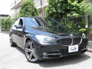 BMW 5シリーズ 535iグランツーリスモ サンルーフ 電動トランク トップビューカメラ スマートキー2 ETC HID パワーシート シートヒーター 20インチアルミ クルーズコントロール クリアランスソナー 革シート ヘッドライトウォッシャ