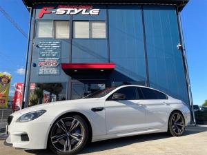 BMW M6 グランクーペ ディーラー車20インチアルミ黒革シートカーボンルーフカーボンインテリアレーシングモードコンフォートアクセスソフトクローズドアLEDヘッドヘッドアップDPツインクラッチV84.4Lツインターボ560馬力