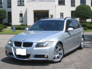 BMW 3シリーズ 320iツーリング Mスポーツパッケージ Stradaナビ・TV CDチェンジャー ミラー内蔵ETC オートライト ステアリングスイッチ バック連動ミラー Mスポーツアルミホイール キーフリー HIDヘッドライト イカリング フォグランプ