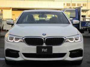 BMW 5シリーズ 530e Mスポーツアイパフォーマンス ディーラー使用車 セレクトパッケージ 電動ガラス・ルーフ harman/kardonサラウンド・サウンド・システム 本革シート ハンズフリーパワーバックドア