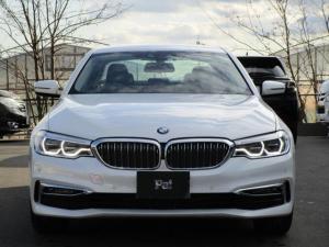 BMW 5シリーズ 523d ラグジュアリー ディーラー使用車 ミネラルホワイト ナビ 全周囲カメラ ETC 本革シート ハンズフリーパワーバックドア 電動パワーシート アダプティブクルーズコントロール