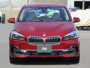 BMW 2シリーズ 218iアクティブツアラー ラグジュアリー ディーラー使用車 白革 コンフォートパッケージ アドバンスドアクティブセーフティパッケージ クルーズコントロール ヘッドアップディスプレイ ハンズフリー電動テールゲート 電動シート シートヒーター