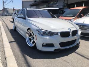 BMW 3シリーズ 320iツーリング Mスポーツ ワンオフ車高調 フルアーム 国内フル鍛造18AW US純正サイドマーカー ナンバースムージング ツインルーフ キーレス 純正HDDナビ フルセグ ETC CD/DVD再生 レーダー 電動リアゲート