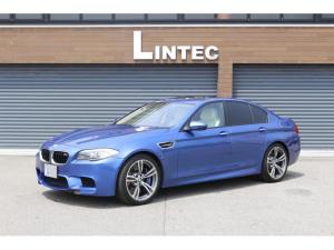 BMW M5 M5 ディーラー車 インディビジュアルプラチナレザーシート プラチナアルカンタラ アルミニウムインテリアトリム サイド バックカメラ 全席シートヒーター 前席ベンチレーター サンルーフ 純正20インチ