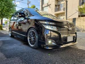 日産 エルグランド 250ハイウェイスターアーバンクロム 新品20AW 新品ブリッツ車高調 フリップダウンモニター リップスポイラー フォグLED ヘッドライト6000K ルームランプLED アリーナホーン ハーフレザー オットマン クリアテール
