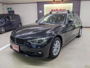 BMW 3シリーズ 318iツーリング 禁煙車 検R4年9月 走行2万キロ代 純ナビ Bカメラ 衝突軽減B 電動シート パワーバックドア ETC スマキー LED